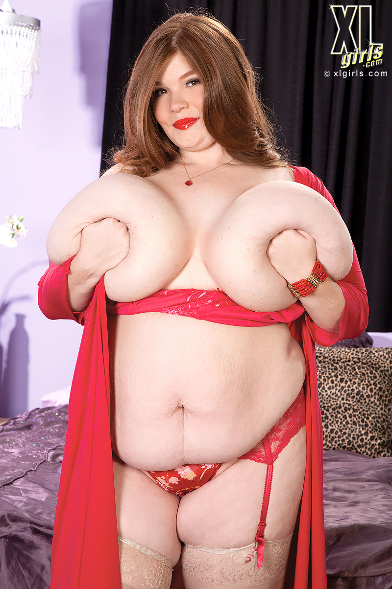 Lexxxi luxe shows her big boobs